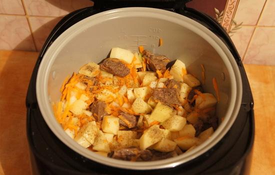 Тушеная картошка тушенкой в мультиварке рецепт